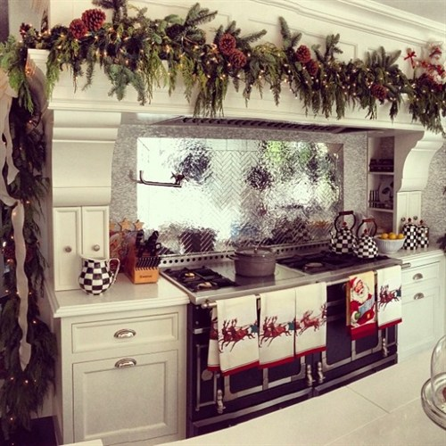 Kris Jenner Christmas Kitchen 600X600