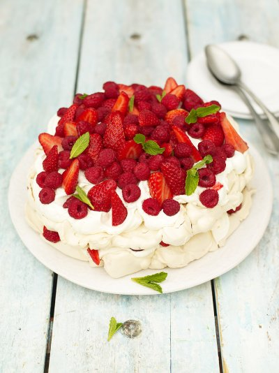 Summer berry meringue