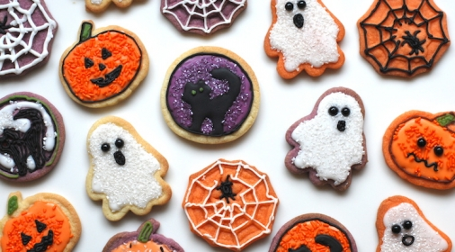 halloween decorated biscuits