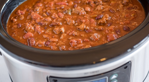 Slow cooker cooking chili