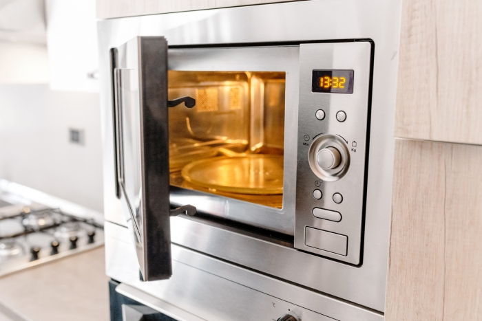 How To Clean A Microwave With White